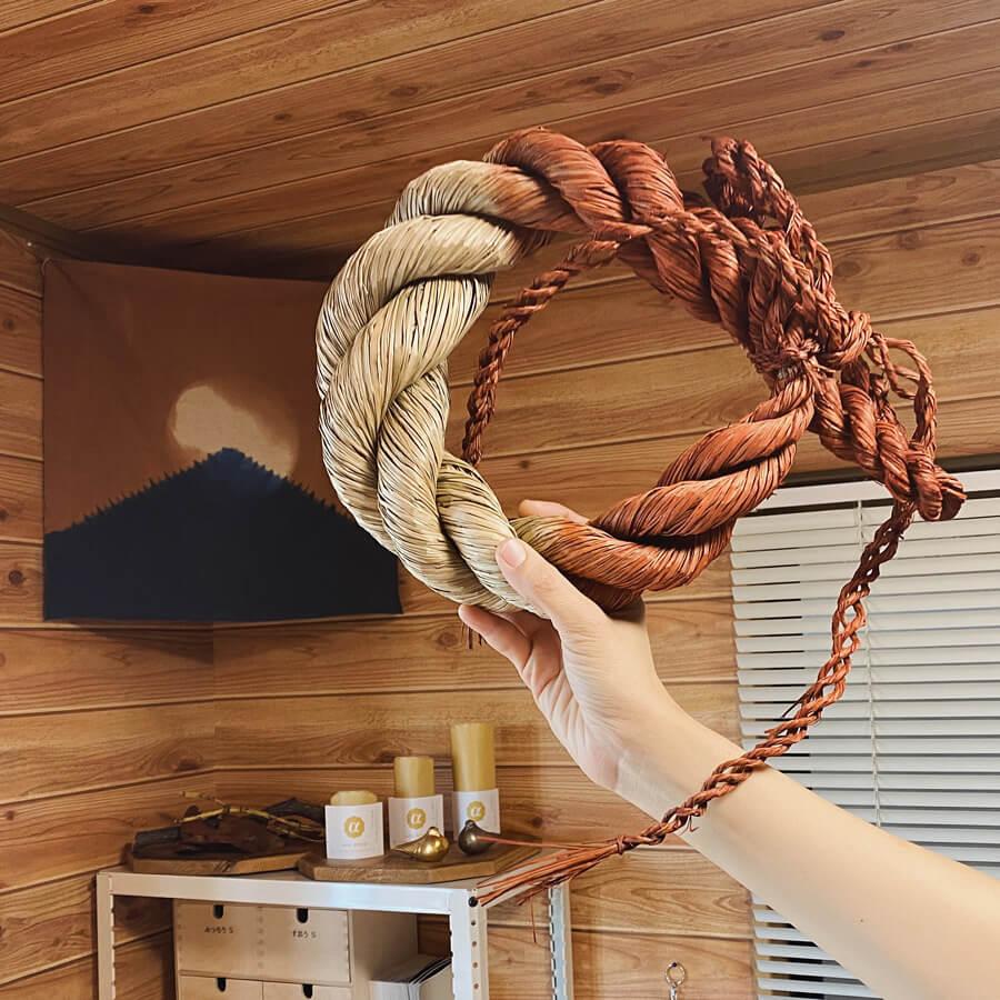 アコラップにある金井工芸のしめ縄